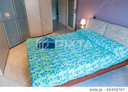 イタリアのバケーションレンタルで見かける典型的でモダンなベッドルーム イメージ 66408767