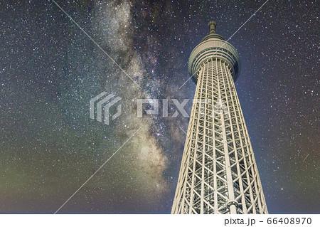 東京スカイツリーと天の川星空 合成 66408970