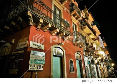 南イタリア、シチリア島タオルミーナの夜 66411591
