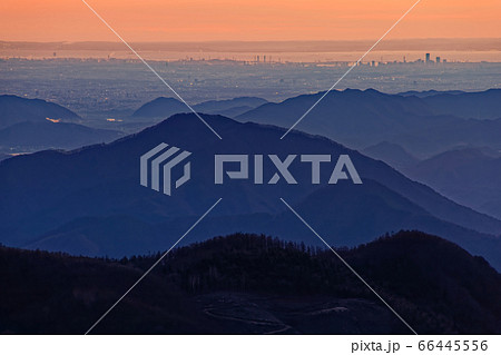 南大菩薩・大蔵高丸から見る朝焼けの横浜方面 66445556