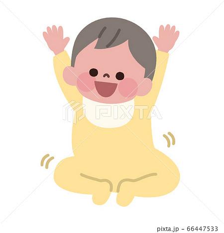 両手をあげて楽しそうな赤ちゃん 66447533