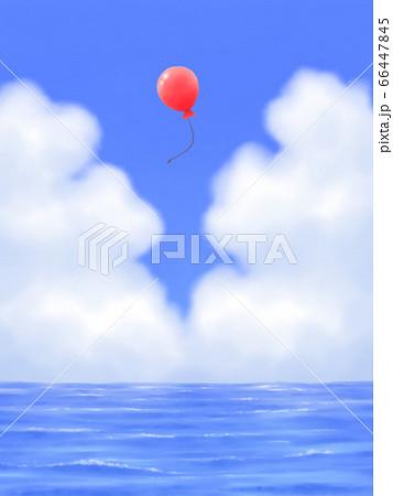 赤い風船が飛ぶ、モクモク雲のある青空と海・縦長 66447845
