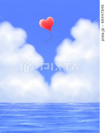 赤いハート型風船が飛ぶ、モクモク雲のある青空と海・縦長 66447846