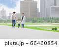 土手を歩く親子(新しい生活様式イメージ) 66460854