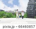 手を繋いで屋外を散歩する親子(新しい生活様式イメージ) 66460857