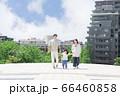 手を繋いで屋外を散歩する親子(新しい生活様式イメージ) 66460858