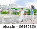 手を繋いで屋外を散歩する親子(新しい生活様式イメージ) 66460860