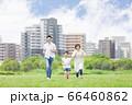 屋外を走る親子(新しい生活様式イメージ) 66460862