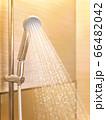 シャワーの水流の抽象的イメージ 66482042