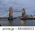 ライトアップ ロンドン橋 66486653