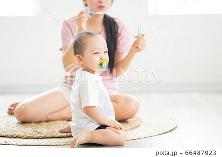 Mother and son playing in the floor 66487923