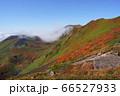 秋田県 駒ケ岳の大焼砂から見下ろすムーミン谷、駒池、女岳の紅葉 66527933