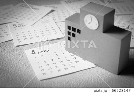 校舎とカレンダー 学校と4月のカレンダー 66528147