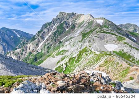 【長野県】登山道から眺める夏の白馬岳全景 66545204