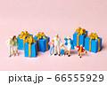 ファミリーとプレゼント 66555929