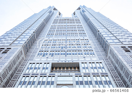 【東京都】大空にそびえる新宿副都心にある東京都庁の第一本庁舎 66561408