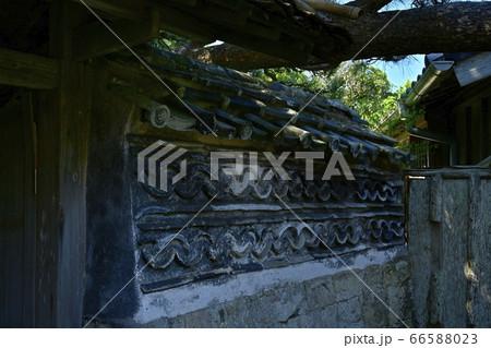 安房鴨川市の仁右衛門島平野家住居の内塀 66588023