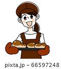 パン屋の女性 66597248