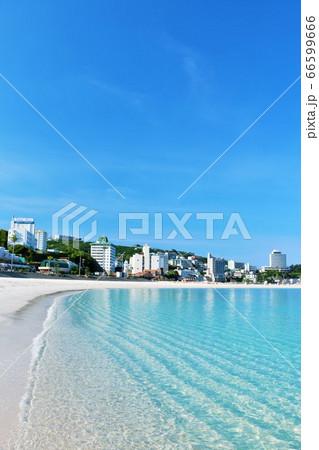 和歌山県 青空と青い海の南紀白浜 66599666