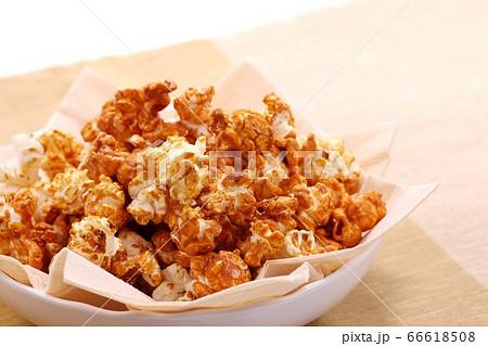 キャラメル味のポップコーン 甘い 66618508
