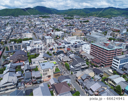 ドローン空撮 空から見た美しい京都市の町並み 66624941