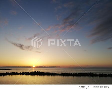 新潟県新潟市の西海岸公園付近の夕日 66636365