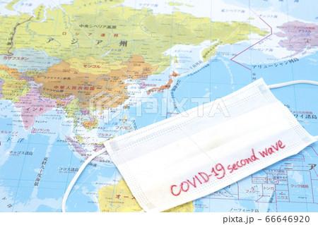 世界地図の上のCOVID-19second waveマスク 66646920