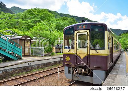 わたらせ渓谷鉄道の神戸駅とWKT-500系気動車 66658277