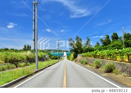 屋我地島から望む古宇利大橋/沖縄県 66659212