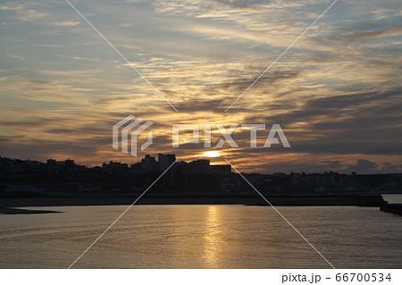 《兵庫県》大蔵海岸から眺める日の出 66700534
