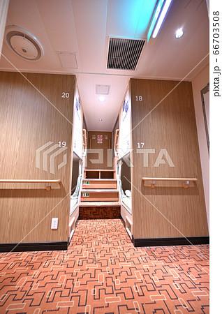 フェリーの客室、仕切りのある個室 66703508