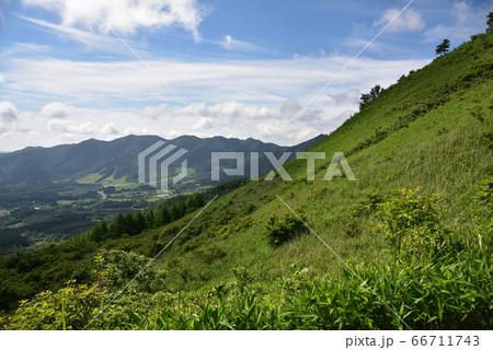 日本の岡山県の三平山の美しい景色 66711743