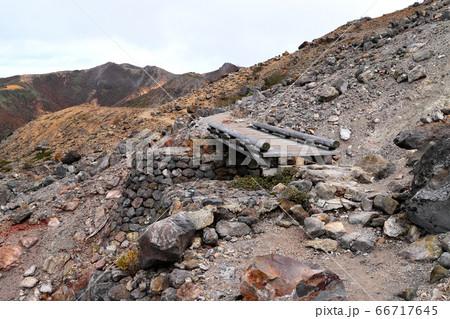 紅葉の那須岳 無限地獄付近登山道 66717645
