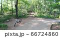 山梨県甲府市、湯村山登山道の新緑と自転車 66724860