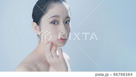 ビューティーイメージ スキンケア 女性 66766364