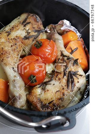 ダッジオーブンでローストチキン(キャンプ料理) 66767548