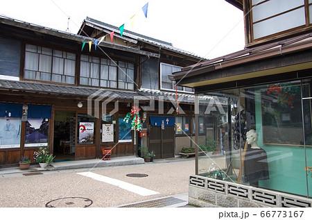 岐阜県恵那市:岩村の風景(洋品店角) 66773167