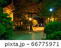 夜 神社 境内 66775971