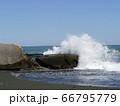崩落した護岸突堤 66795779