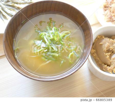 免疫力をつけるおいしいお味噌汁のクローズアップ 66805389