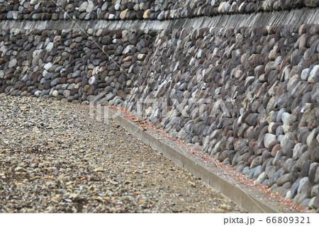 石壁 66809321
