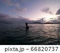 夜明けの海とサーファー 66820737