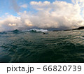 冬の日本海とサーファー 66820739