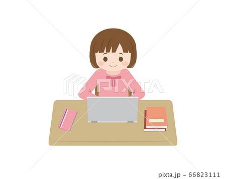 パソコンを使って勉強をする女の子のイラスト 66823111