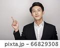 スーツを着た若い男性のビジネスポートレート 66829308