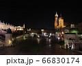 クラクフの広場の夜景 66830174