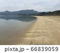 長い砂浜 誰もいない海岸 66839059