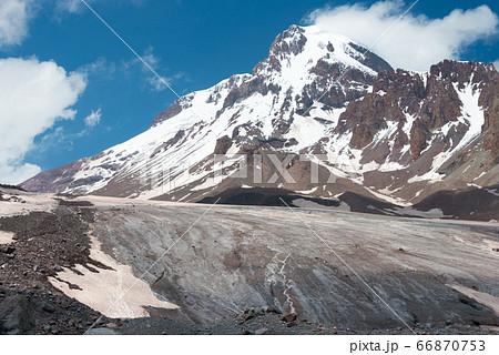 カズベギ山とゲルゲティ氷河 ジョージア(グルジア)ムツヘタ=ムティアネティ州ステパンツミンダ 66870753