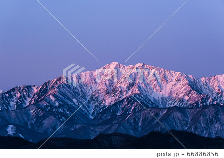 小川村から望む夜明けの爺ヶ岳(初冬) 66886856