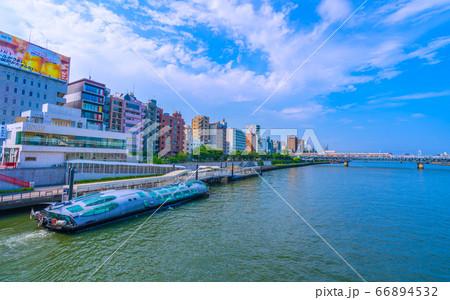 日本の東京都市景観 水上バス乗り場の「ヒミコ」などを望む(奥に新名所・すみだリバーウォーク) 66894532
